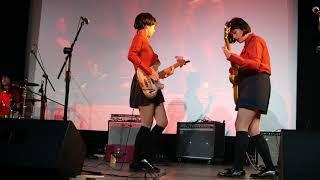 Flower Girls - Mari Mari (Dara Puspita)