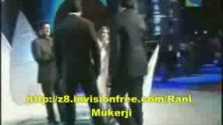 Abhishek and Amitabh Bachchan at Filmfare 2005