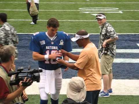 Eli Manning at the 2013 Pro Bowl