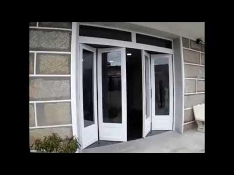 Puerta plegable autom tica de aluminio j araujo youtube for Puertas de calle aluminio precios