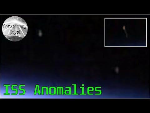 nouvel ordre mondial   Quatre OVNI filmé près de l'atmosphère de la Terre