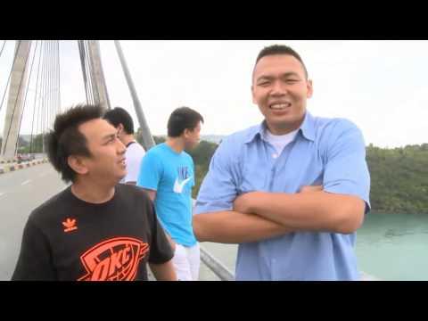 Entertainment News - Augy menikmati keindahan Barelang di Batam