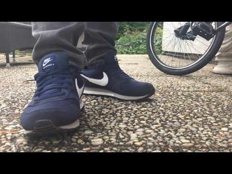ordenar recuperación Ligadura  Nike MD Runner 2 ON FEET - YouTube