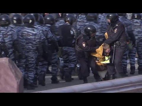 Уточки и кроссовки: антикоррупционные митинги в России - YouTube