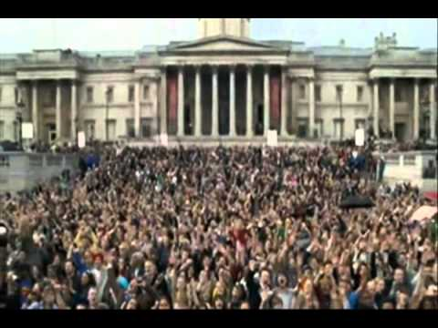 5,000 T-Mobile Sing-along Trafalgar Square: Hey Jude
