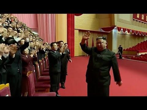 هتافات وتصفيقات للزعيم الأوحد في كوريا الشمالية.. شاهد كيم يونغ أون في اجتماع مع كبار المسؤولين…  - نشر قبل 6 ساعة