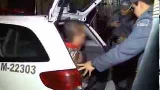 Operação de Risco: Suspeito de agressão se esconde da polícia embaixo do telhado