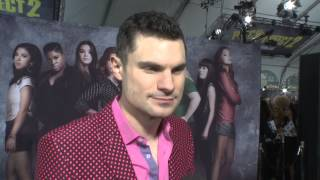 pitch perfect 2 flula borg red carpet movie premiere interview