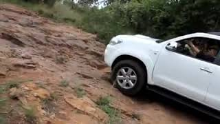 Toyota Fortuner Vs Land Rover Discovery LR3 Vs Volkswagen Amarok Vs Toyota Prado