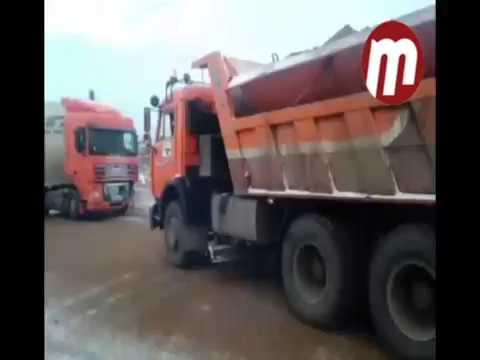 Фуру занесло на трассе в Улан-Удэ