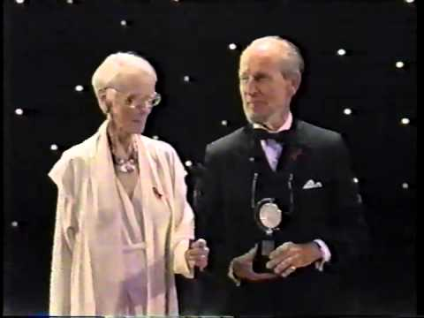 Jessica Tandy & Hume Cronyn receive 1994 Tony Award for Lifetime Achievement