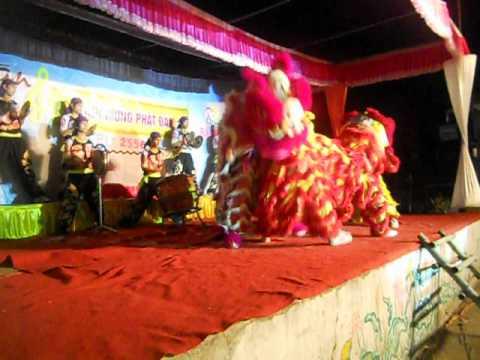 Đoàn Nghệ Thuật Lân Sư Rồng GĐPT BẰNG CƯ _ Huế ( Đại Lễ Phật Đản 2012 )