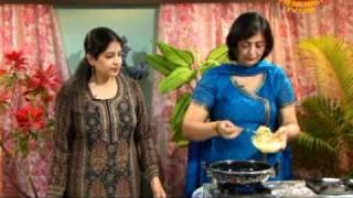 Almond Raisin Sweet Rice And Crispy Pakoda From Pune, India In Hindi