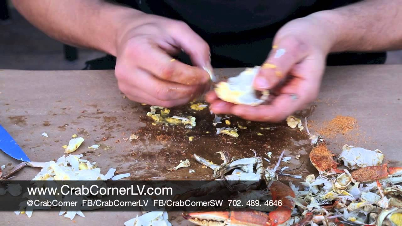 how to eat a blue crab | crab corner - youtube