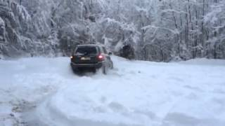 jeep grand cherokee wj 4 7l doughnuthing in snow