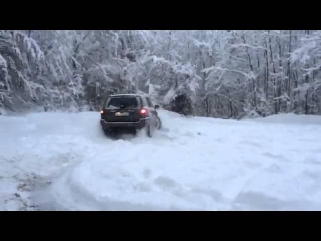 Jeep Grand Cherokee WJ 4.7l doughnuthing in Snow