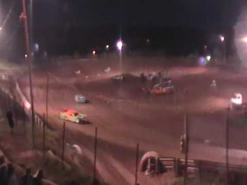 April 15, 2017 I-77 Speedway Late Model heat race - Chris Garnes wins, Eslie Bills video