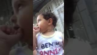 Kamerada kendisini görüp kendiyle konuşan masel ;)