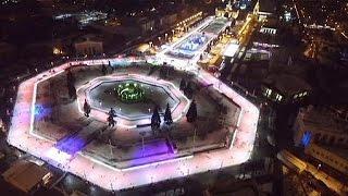 В Москве открыли самый большой в Европе каток(Ледяной каток, объявленный самым большим в Европе, открыт в Москве на ВДНХ. Площадь непосредственно ледовог..., 2015-11-29T12:06:24.000Z)