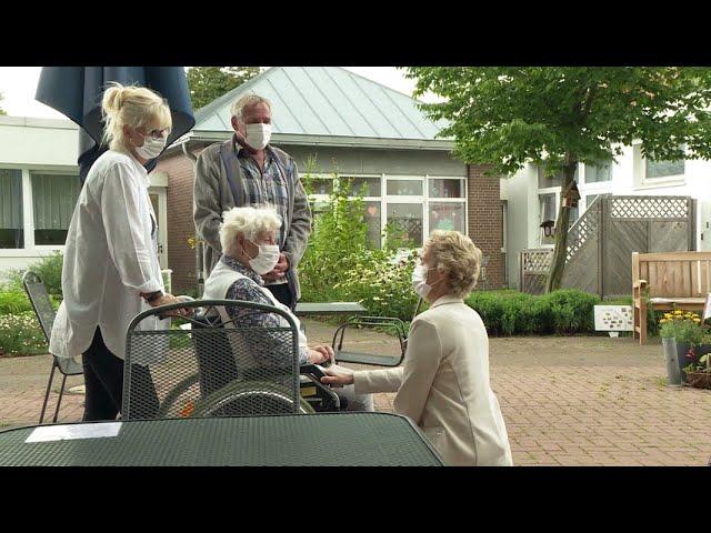 Pflegeheime zu Corona-Zeiten: Die Sorgen der Angehörigen | Panorama 3 | NDR
