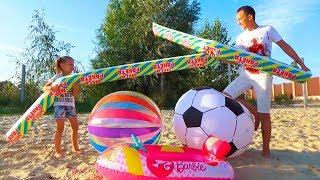 Челлендж НАДУВНОЕ против ВОЗДУШНОГО дети играют на пляже challenge for kids
