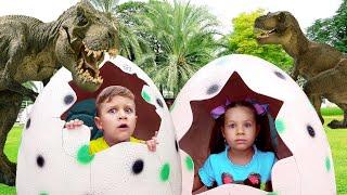 Диана и Рома Приключения в парке Динозавров и Музее иллюзий