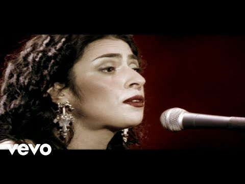 Music video by Marisa Monte performing Para Ver As Meninas. © 2005 Monte Criação E Produção Ltda