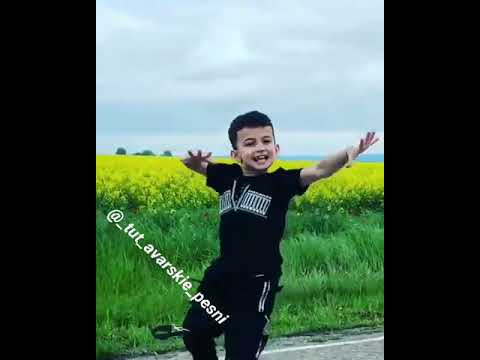 Мальчик танцует лезгинку