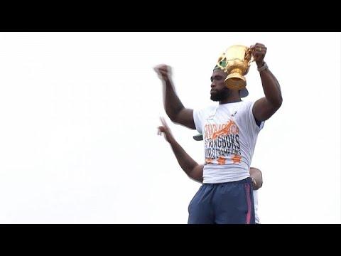شاهد: منتخب سبرينغبوكس للرغبي يعود إلى وطنه للإحتفال بالتتويج بكأس العالم…  - 17:59-2019 / 11 / 11