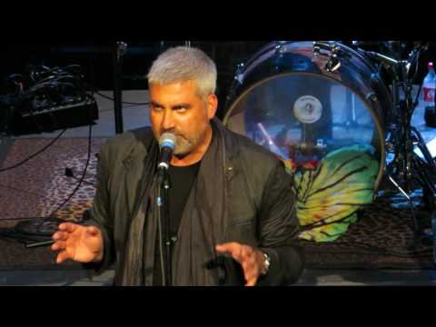 Taylor Hicks covers DOMINO