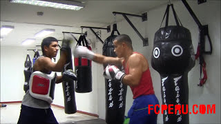 Clases de boxeo - Entrenando con las manoplas y el Body Protector