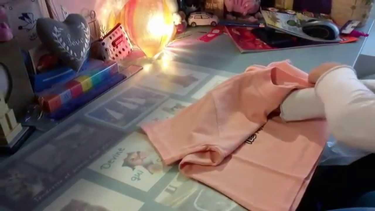 Comment plier un t shirt rapidement youtube - Comment plier un t shirt ...