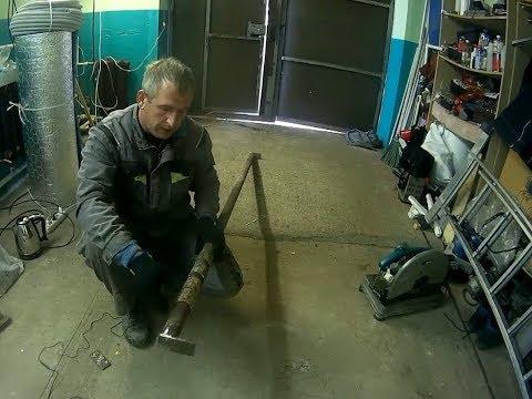 видео: Затвор на ворота гаража своими руками подробно