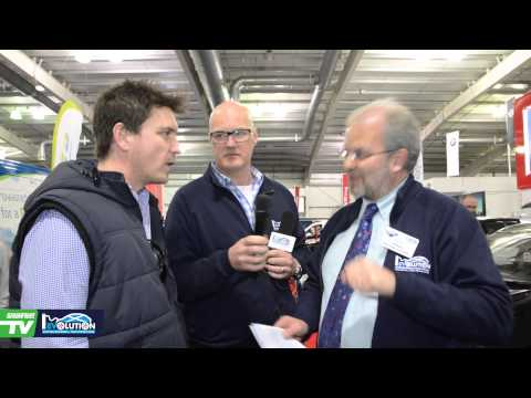 Ian Murdoch of EST explains to Dingo Dave how to drive more efficiently
