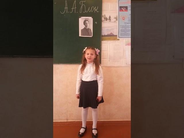 Изображение предпросмотра прочтения – АнастасияБатова читает произведение «Ветхая избушка» А.А.Блока