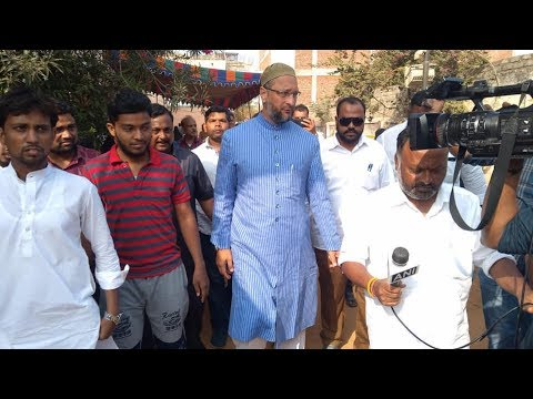 Hyderabad MP Asaduddin Owaisi Cast His Vote at Rajendernagar
