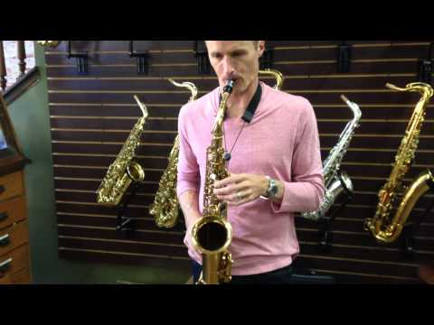 Bob Reynolds playing Conn alto sax at Saxquest