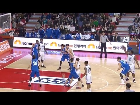 Korean Basketball League Players Do Mannequin Challenge in the Middle of a Game! Even the Referee!