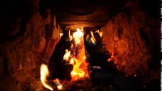 Бьется в тесной печурке огонь...