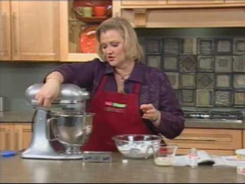 Tips On How To Make Wilton S Buttercream Icing From A C Moore Youtube
