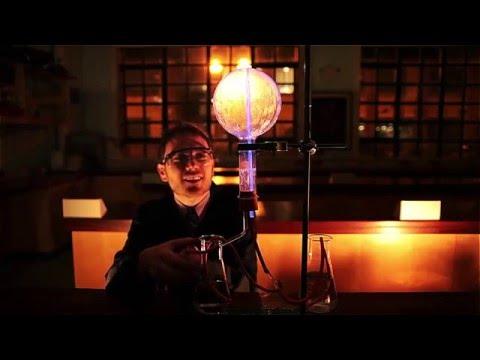 Luminol fountain – chemiluminescence
