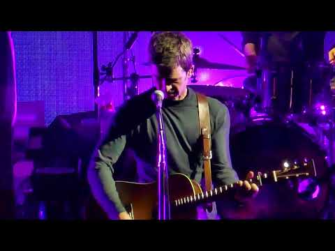 "Noel Gallagher's High Flying Birds ""Half The World Away"" @ Olympia Paris 2018"