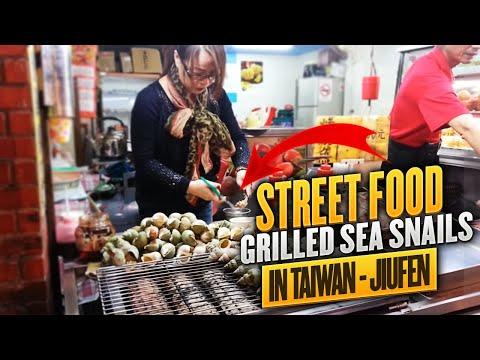 Taiwan - Jiufen,  Grilled sea snails