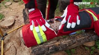 Motorsäge vs. Feuerwehr-Schutzhose