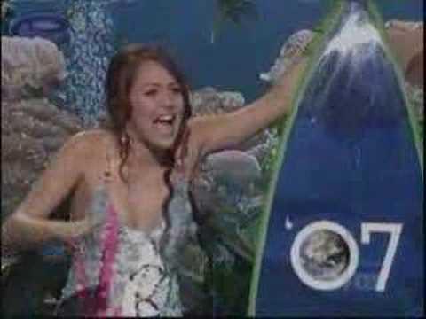 Miley Cyrus Wins Teen Choice Awards!!