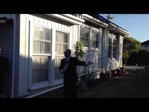 Watch this intense bidding competition! Real Estate NZ | Auckland House Auction | Harcourts