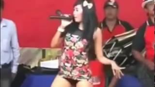 Video Dangdut Koplo Hot Goyang Mesum Biduan Pamer Paha Mulus Putih download MP3, 3GP, MP4, WEBM, AVI, FLV Agustus 2018
