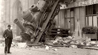 Rare Historical Photos - The Train That Fell from a Building