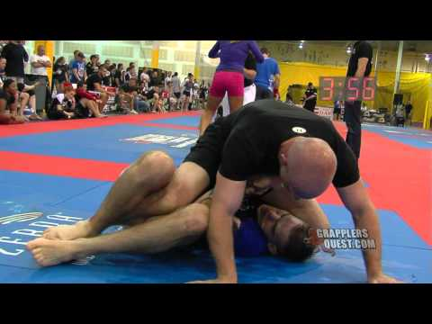 Submission! Matt Holthaus vs Shawn Dailey at Grapplers Quest Midwest Championships 2012