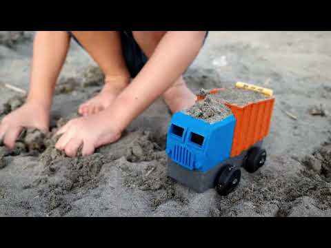 Luke's Toy Factory / 海邊玩車車